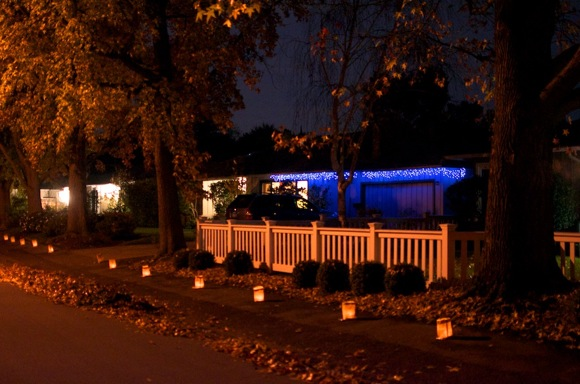 Post image for Luminaries will again line streets of Hillview Manor on Christmas Eve