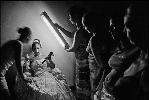 A storyteller with a camera, Cuban photographer Raúl Cañibano's works are on display locally