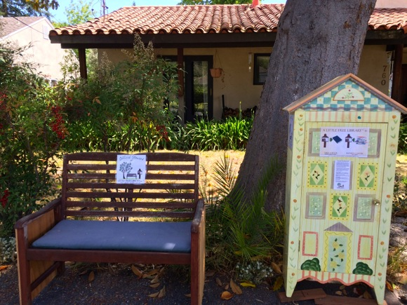 Post image for Spotted: Inviting Little Free Library in Menlo Park
