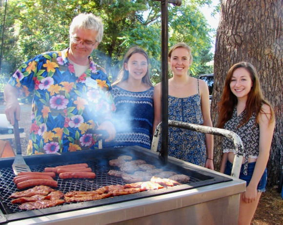 Menlo Oaks holds annual neighborhood picnic with many time residents in attendance