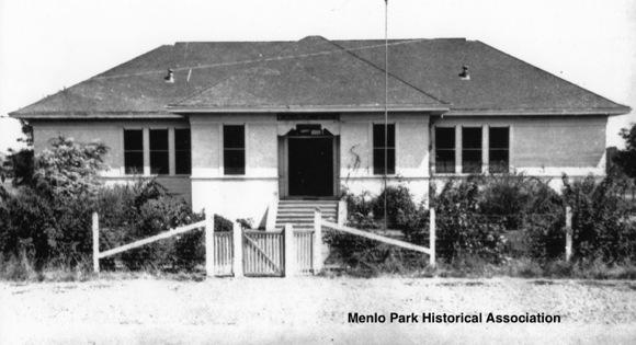 Los Lomitas school building