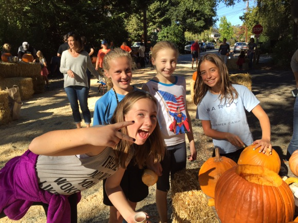 Neighborhood turns out for University Park pumpkin carving contest