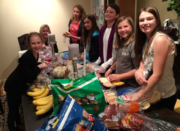 Post image for Menlo Park Girl Scout troop bags lunches for homeless shelter, Hotel de Zink