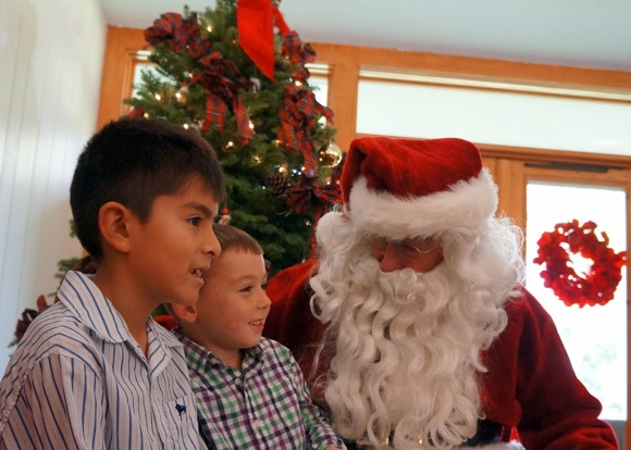 Post image for Smiling faces abound at Holbrook-Palmer Park holiday tea on Sunday