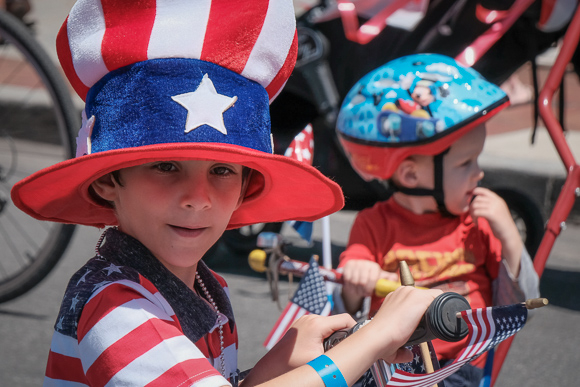 Menlo Park kids and adults struts their patriotic stuff at annual 4th of July parade