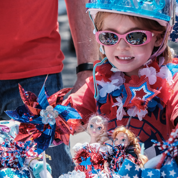 Post image for Menlo Park kids and adults struts their patriotic stuff at annual 4th of July parade