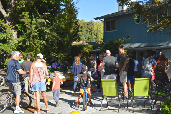 Post image for Suburban Park residents gather for summer cocktail party, one of a series of yearlong events