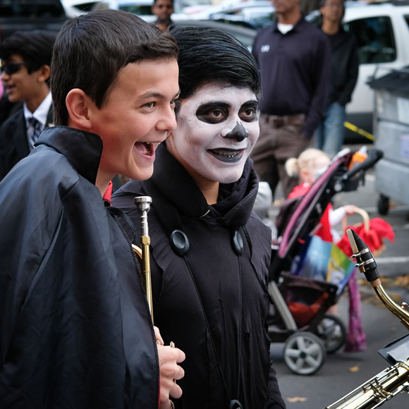 Blue skies and warm temps make for fun Halloween parade in Menlo Park