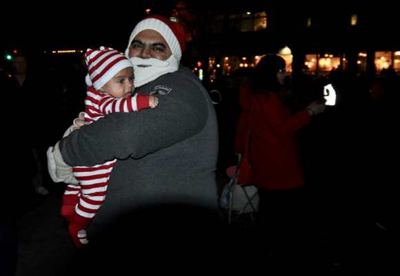 Post image for Fremont Park tree lighting kicks off the holiday season in Menlo Park