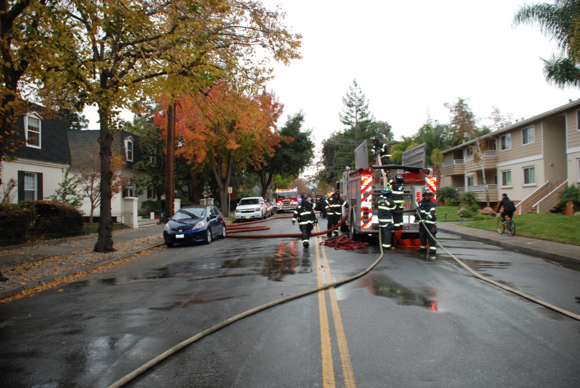 Post image for Large apartment building fire on Oak Grove Avenue in Menlo Park contained quickly