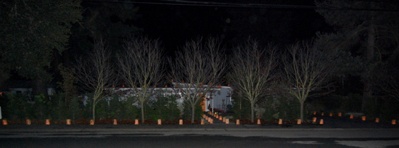 Post image for Spotted: Luminarias are lighting the streets of Menlo Park on Christmas Eve
