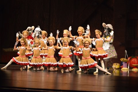 "Post image for Spotted: Gingerbread dancers in this year's ""Twas"""