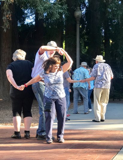 Post image for Spotted: Two-step dancers at summer concert in Menlo Park