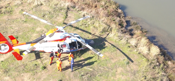 Menlo Fire and US Coast Guard demonstrate cooperation in exercise on air and water rescue