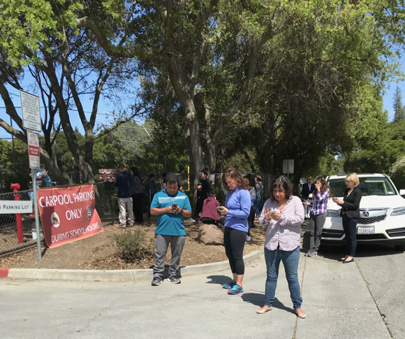 Post image for Anxious parents await news with Menlo-Atherton High School on lockdown