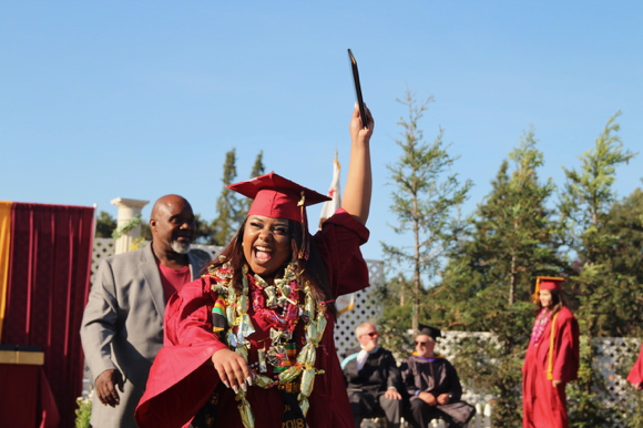 Post image for Seniors bid adieu to Menlo-Atherton High School at school's 67th commencement ceremony