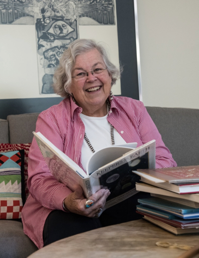 Post image for Becky Zeren continues a life filled with books by volunteering at Los Ayudantes