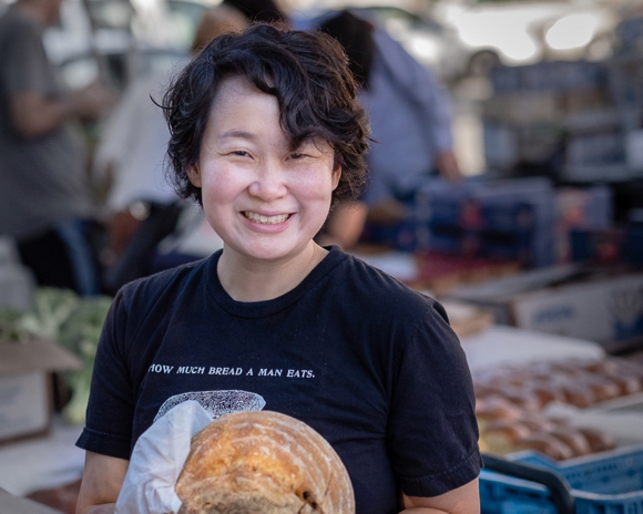 Post image for Tian Mayimin brings artisan bread to the Menlo Park Farmers Market