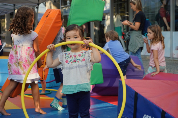 Downtown Menlo Park block party offers good music and fun for kids