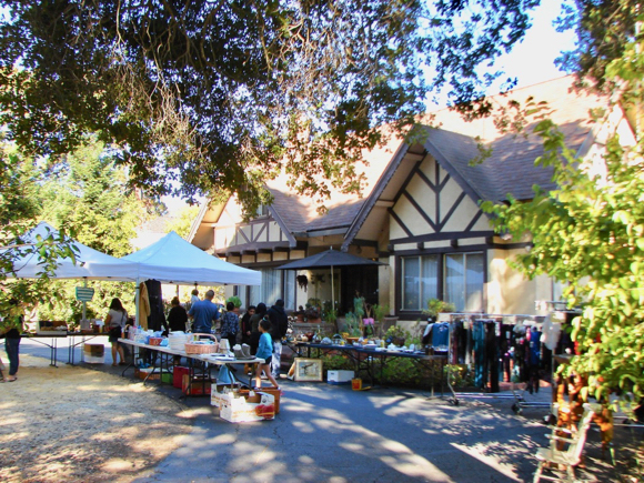 Post image for Menlo Oaks first neighborhood-wide yard sale a big success