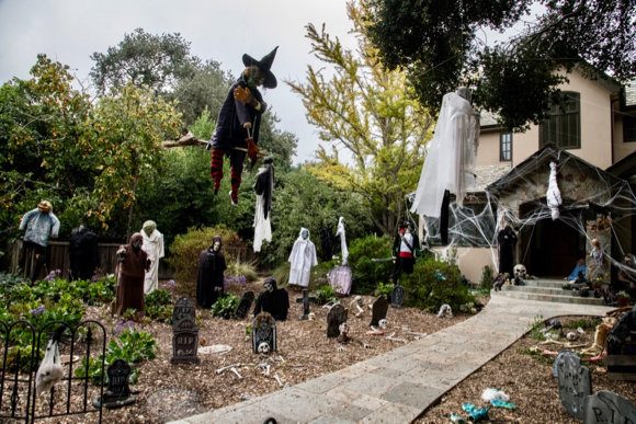 Is this the scariest Halloween front yard in Menlo Park?