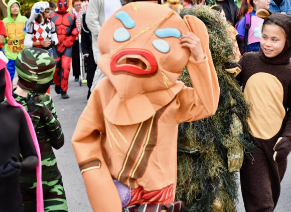 Post image for Oak Knoll School students take to the street in Halloween finery