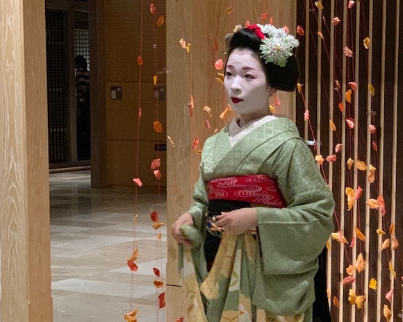 Capturing street scenes of Japan with an iPhone