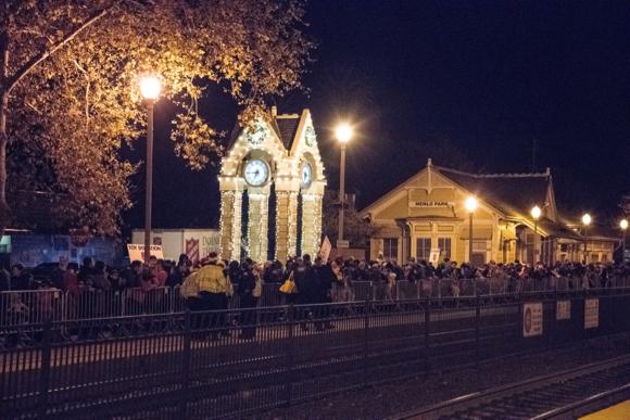 Holiday train brings Santa and Mrs. Claus to Menlo Park