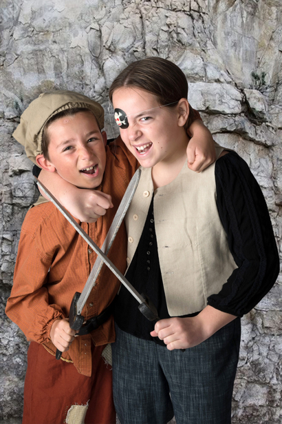 Menlo Park siblings take the stage in Peninsula Youth Theatre's Pirates of Penzance