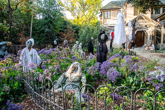 Hyde family front yard still the most Halloweeny in all of Menlo Park