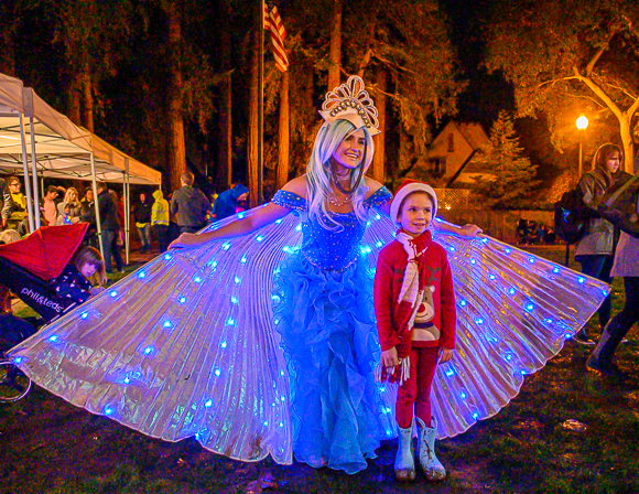 Tree lighting in Fremont  Park kicks off the holidays in Menlo Park