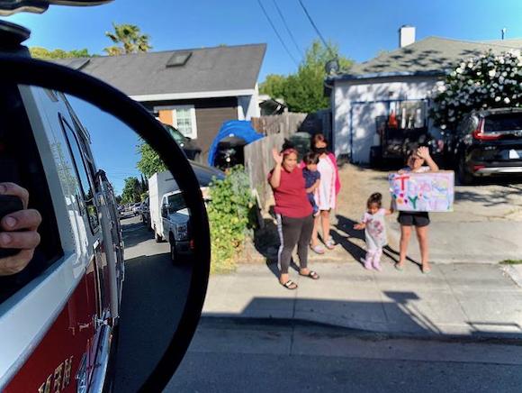 """Spotted: Menlo Fire """"fly by"""" in Belle Haven neighborhood"""