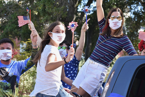 Sacred Heart Schools community holds 4th of July parade for Oakwood residents