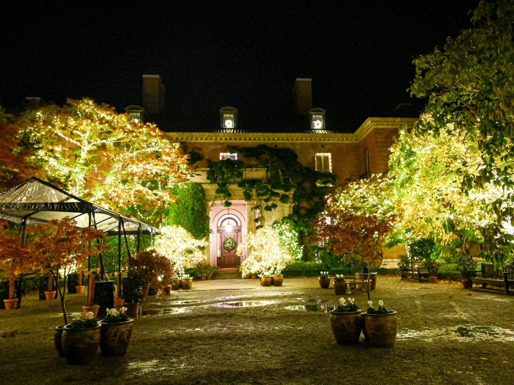 Outdoor holiday lights take center stage at Filoli this holiday season
