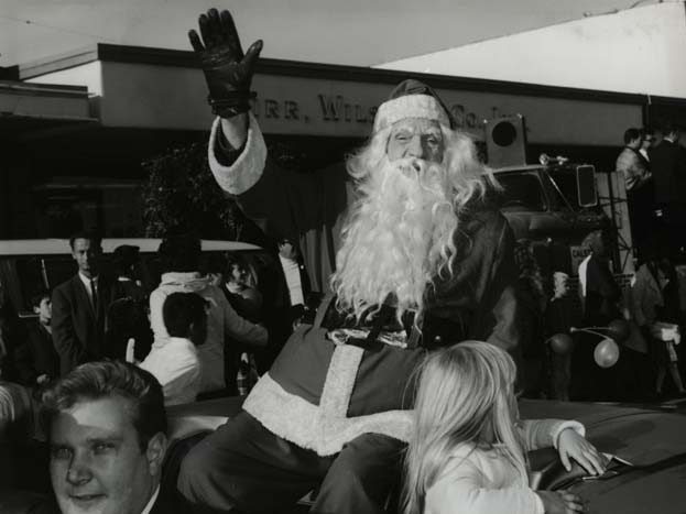 Spotted: St. Nick on Santa Cruz Avenue back in the day