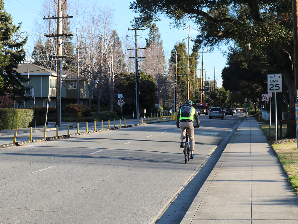 Closing Ravenswood Avenue bike lane gap is on Complete Streets agenda on March 10