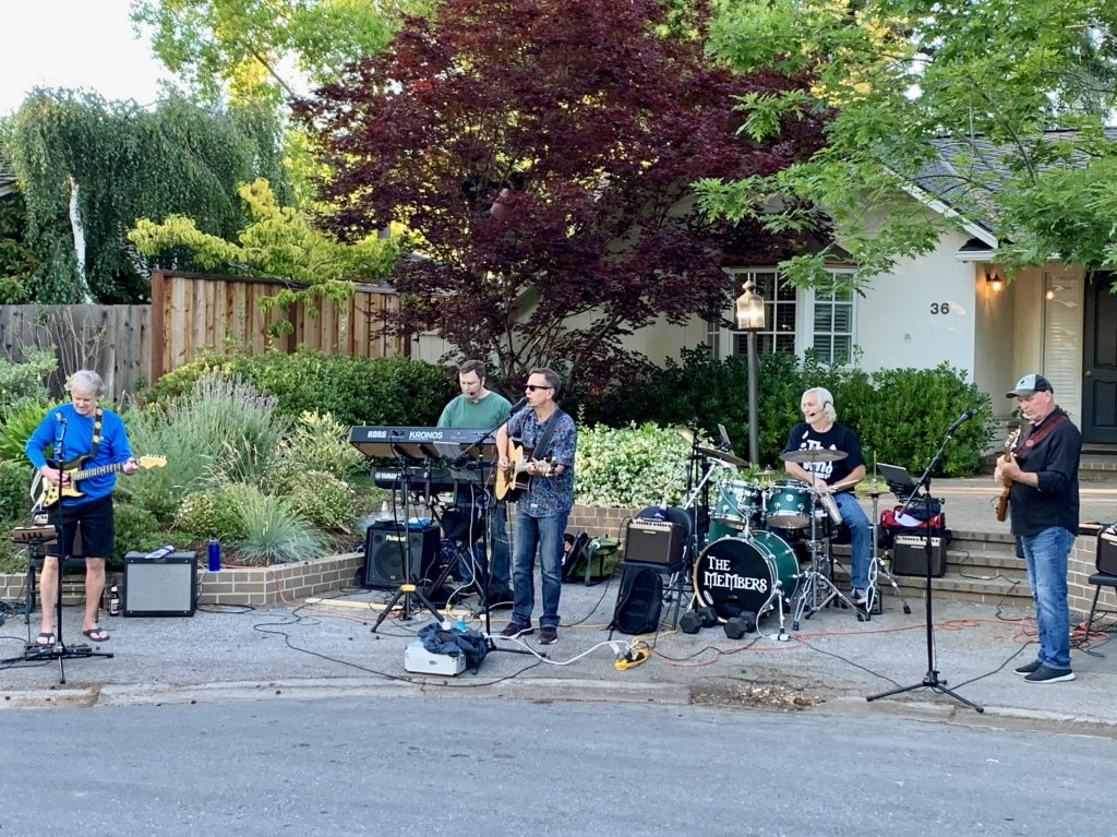Spotted: The Members playing an almost summer street concert