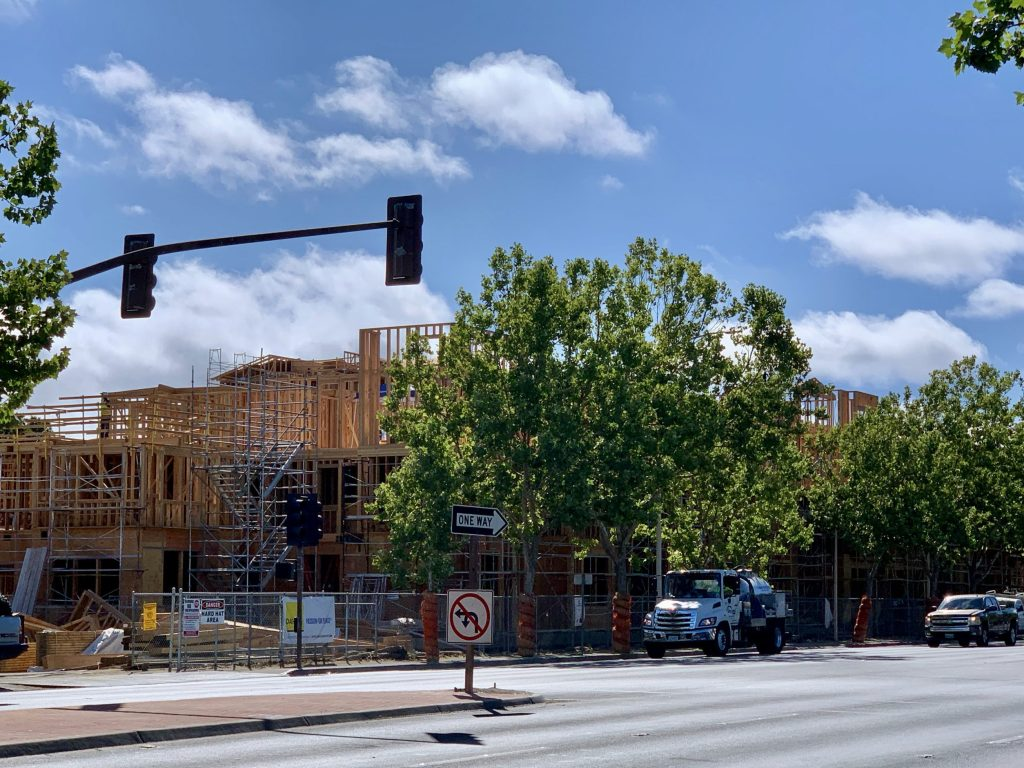 Lane closures on El Camino due to Middle Plaza construction