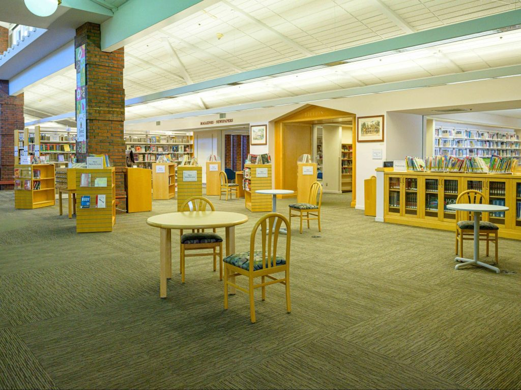 Browsers welcomed back to Menlo Park Library and Belle Haven branch