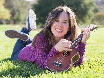Preschool/Toddler Tuesday: Música con Nathalia / Music with Nathalia on August 31