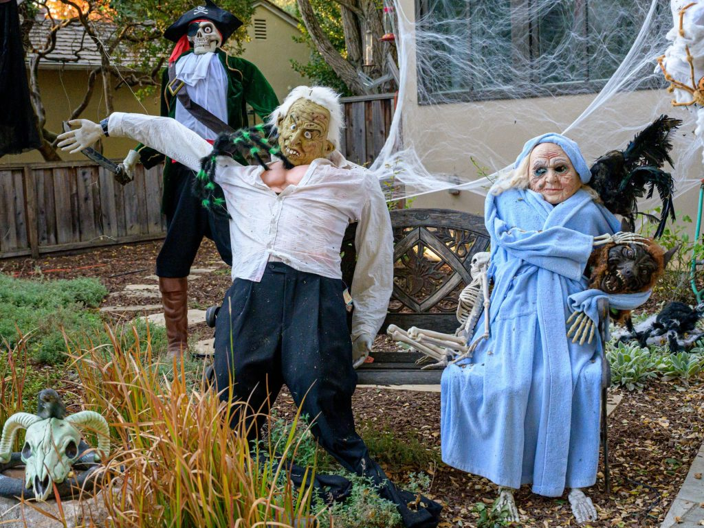 Menlo Park's most ghoulish Halloween front yard is ready for viewing